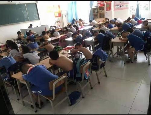 深圳:学生热得光膀子上课?家长质疑学校有空调不开