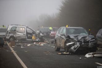 江蘇:奔馳連撞多車 致三死十傷