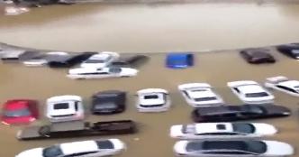 惠州三栋镇:暴雨来袭 几十辆车被淹没