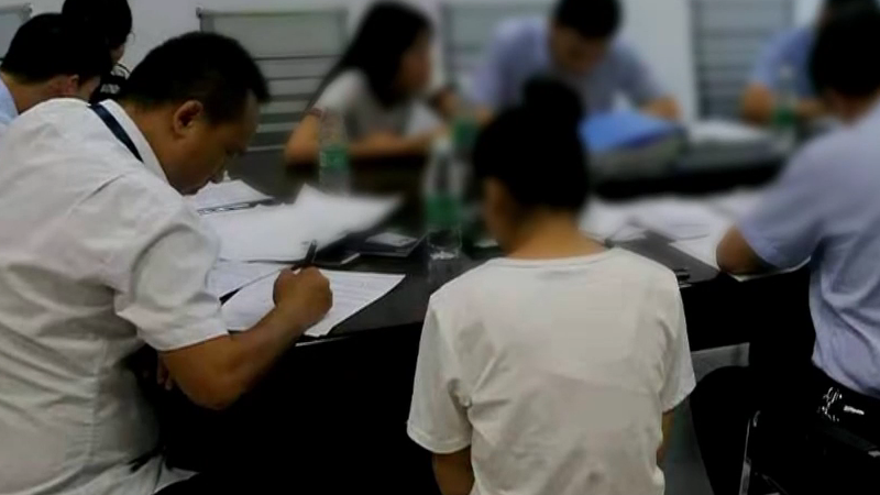 [HD][2019-07-21]今日一线:东莞东坑 暑期工投诉:不给加班费 还被克扣工资?