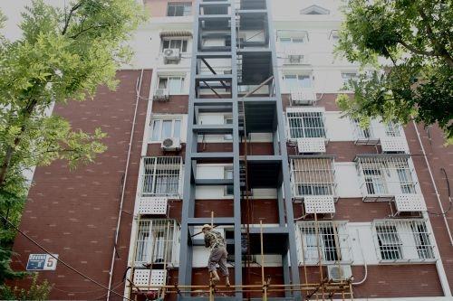 增城:小区加装电梯 一楼居民反对