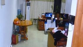 """东莞寮步:女子网上交""""男友"""" 1个月被骗42万"""