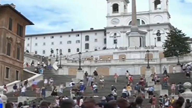 """意大利:著名景点西班牙阶梯实施""""禁坐令"""""""
