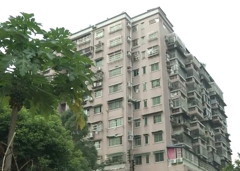 广州:穗龙花园回迁20年 终有12户拿到房产证