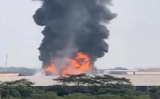 佛山南海:工厂电解车间意外失火 近百工人撤离