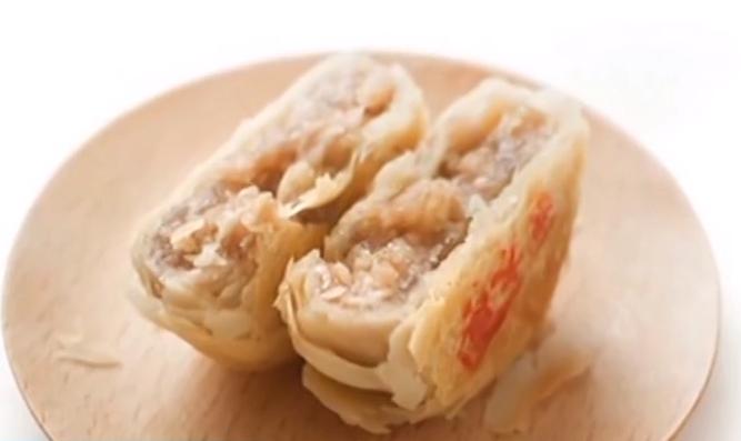 上海:老字号月饼提前上市 创新烤鸭月饼热销