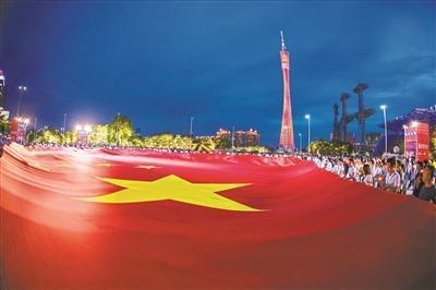 """""""我和国旗同框""""活动闪耀花城广场"""