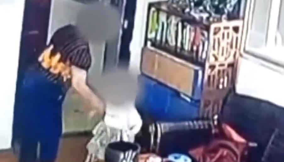 浙江温州:家长曝2岁娃被幼儿园煮饭阿姨摔打致骨折