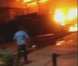 广州:五金城突发火灾 店主质疑消防栓没水