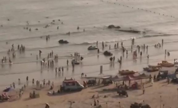 """一线独家调查:沙滩上的""""扰梦人"""" 海边沙滩成烧烤夜市 彻夜烟花噪音扰民"""