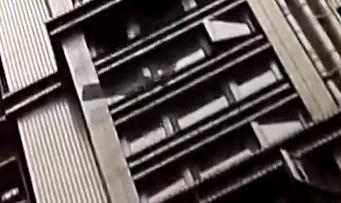 广州黄埔:32楼跌落外墙砖 楼下雨棚险遭击穿
