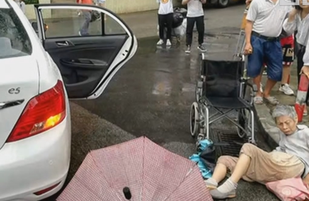 """又见""""开门杀""""? 广州:滴滴乘客开关车门 87岁老人重伤"""
