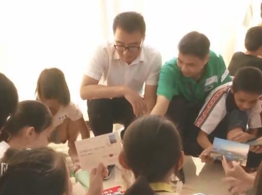 廉江:中秋临近 志愿者情暖困难学生