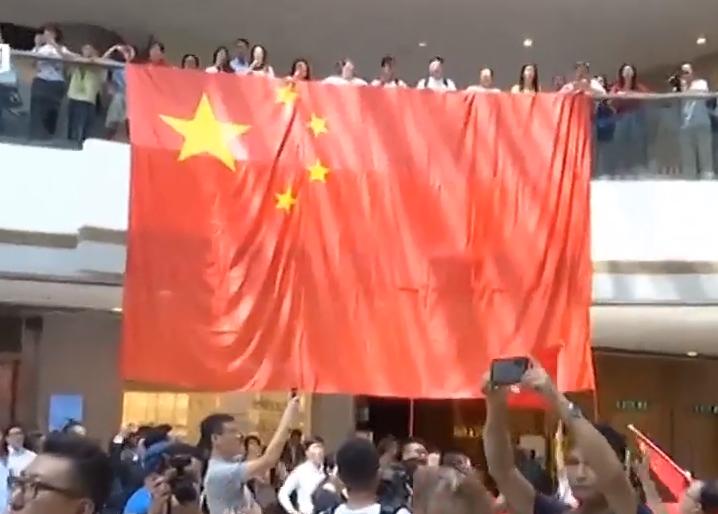 香港市民自发组织快闪活动表达爱国爱港心声