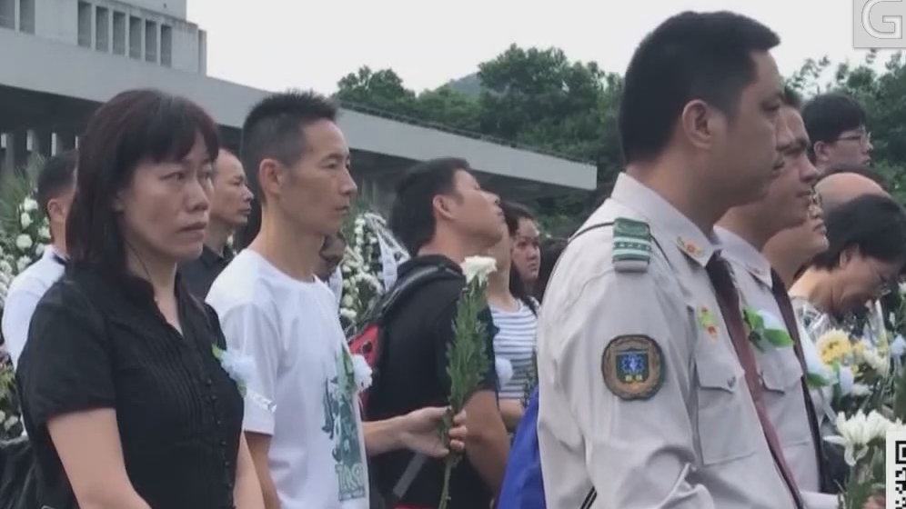 深圳:千人送别两英雄 为救驴友不幸遇难