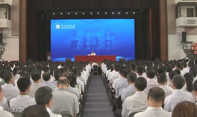 马兴瑞到华南师范大学看望慰问教师代表