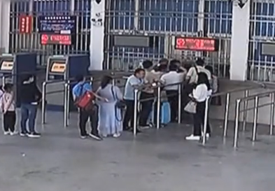 [2019-09-09]城事特搜:女子插队购票还咬伤民警