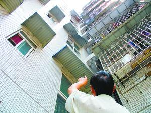 [HD][2019-09-18]今日關注:佛山:3歲男童從陽臺墜落 街坊熱心救援