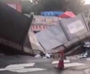 [2019-09-17]DV现场:科韵路今晨发生地陷 两车经过时侧翻