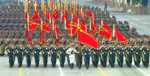 受阅将军历史最多 两名女将军首次亮相徒步方队
