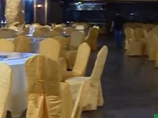 (DV现场)珠海:酒楼老板疑跑路 员工吃住成问题