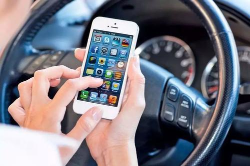 深交通违法处罚新规11月实施 开车玩手机罚300