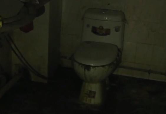 厕所堵塞一个月不修 这户居民搞臭整栋楼