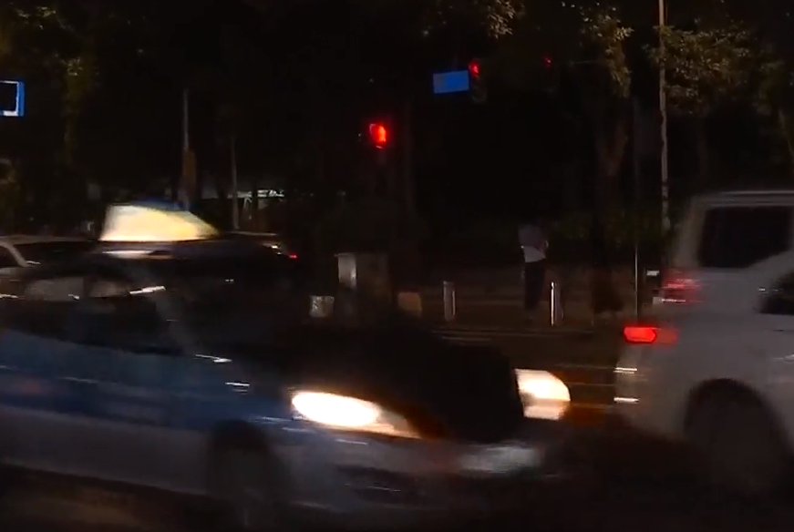 """[HD][2019-10-29]今日关注:30秒怎走过12车道?主播体验""""过街难"""""""