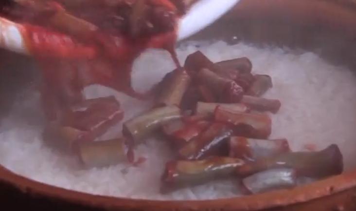 制作血鳝煲仔饭