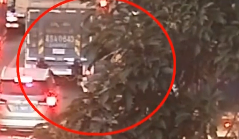 [HD][2019-10-19]今日一线:广州车陂:加气站旁公交车爆燃 幸无人伤亡