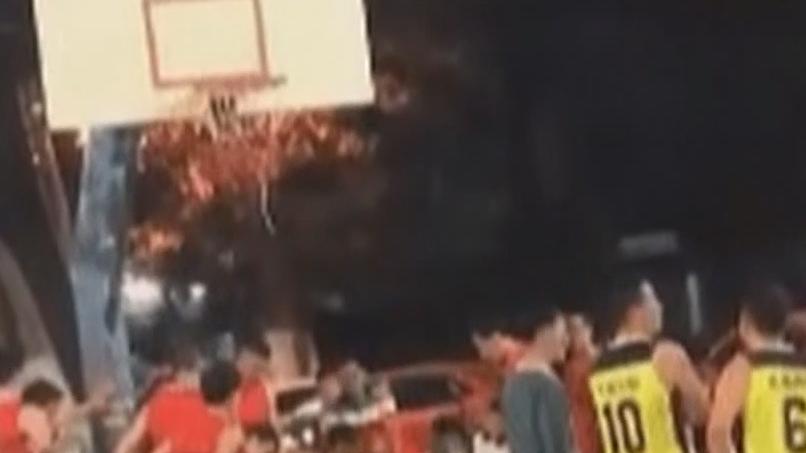 佛山:篮球场上男子突然晕倒 最终不治身亡