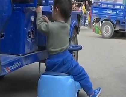廣州白云區:男子意圖哄走小孩 被市民齊心協力擒獲
