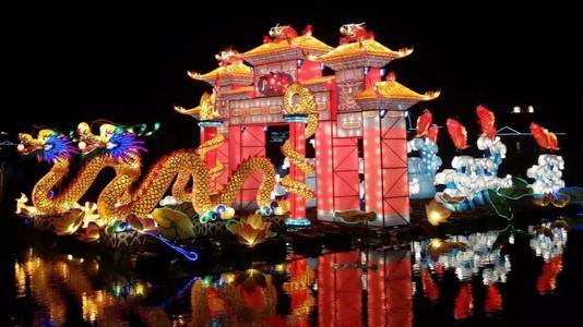 广州越秀花灯齐亮相 赏花观灯贺新年