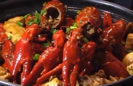 制作小龙虾鸡煲