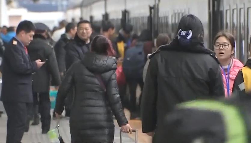 老人乘坐高铁突发休克获救 长途出行要注意哪些