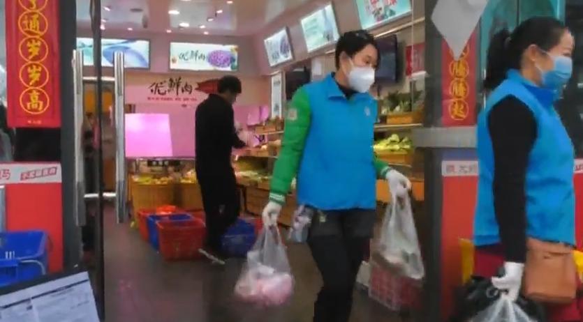 """东莞横沥:居家隔离要买菜 """"楼嫂""""来帮忙"""