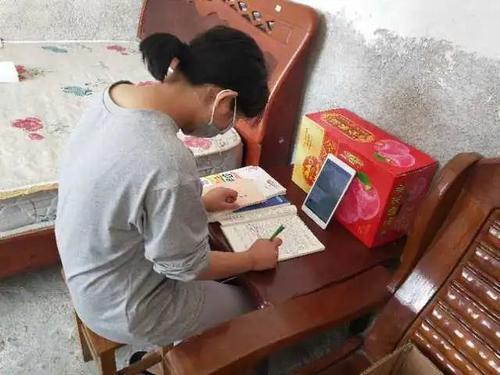 不让一人掉队!广东9262名贫困学生收到平板电脑上课