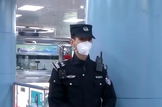 钟南山:现在还不是摘口罩的时候