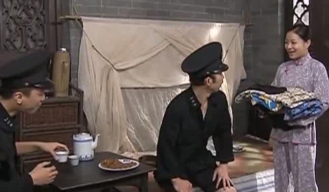 [2020-04-07]七十二家房客:牡丹与小草