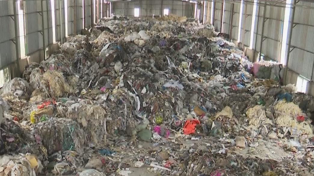 江门:仓库被堆上千吨垃圾 公安抓获嫌疑人7名