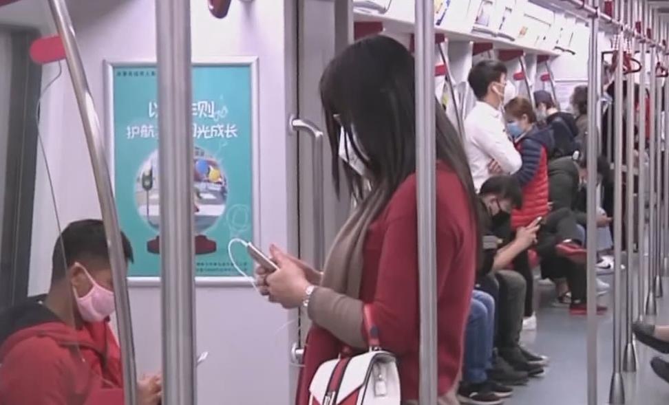 广州:地铁今起禁食禁电子产品外放状态