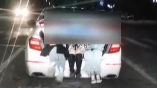 浙江溫州 模仿網絡視頻 三女孩后備廂排排坐