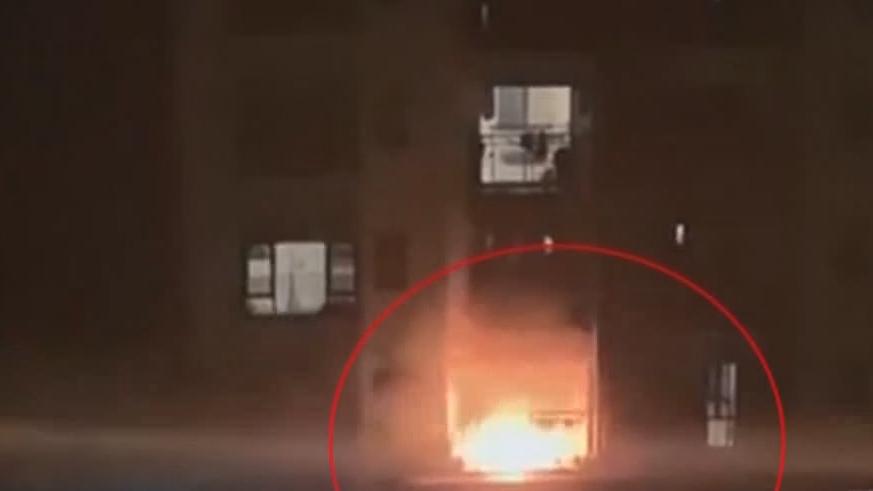 东莞:又见电动车充电爆燃 扑救及时无伤亡