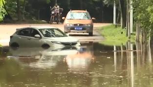 广州:特大暴雨致内涝 多部门协力排涝抢险