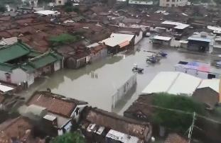 汕头:强降雨致水位上涨 各电排站加大马力排涝