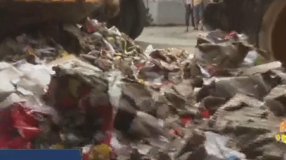 广州增城 积水退去清理工作有序开展 村干部带头参与