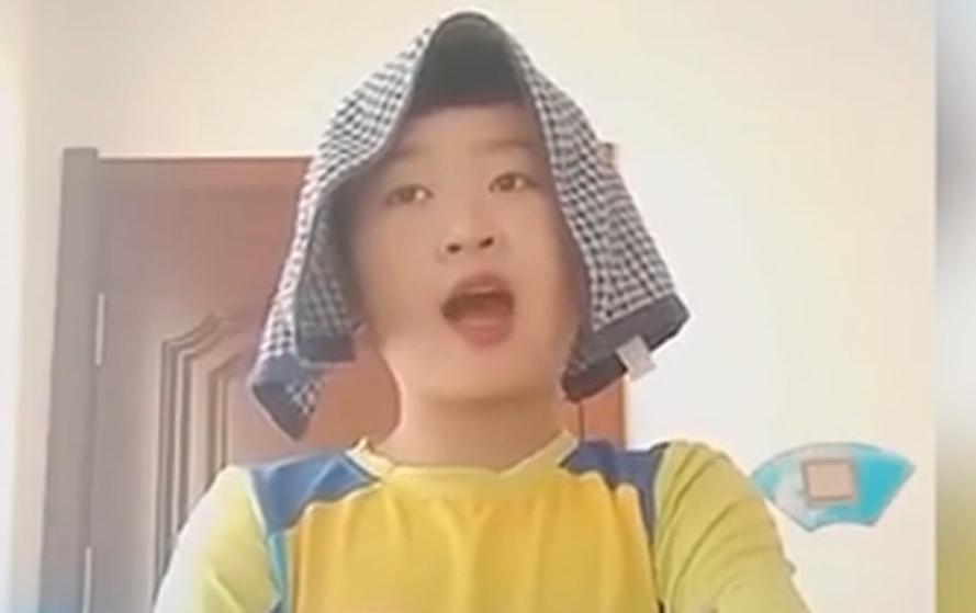 东北小孩模仿英语老师 视频走红网络