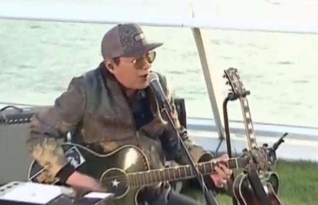 许冠杰:50年高唱同舟共济 为华人打气