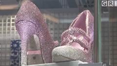 """上海进博会:价值三千万人民币""""鞋王""""全球首发"""