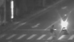 行人闯红灯过马路引发车祸 获刑10个月